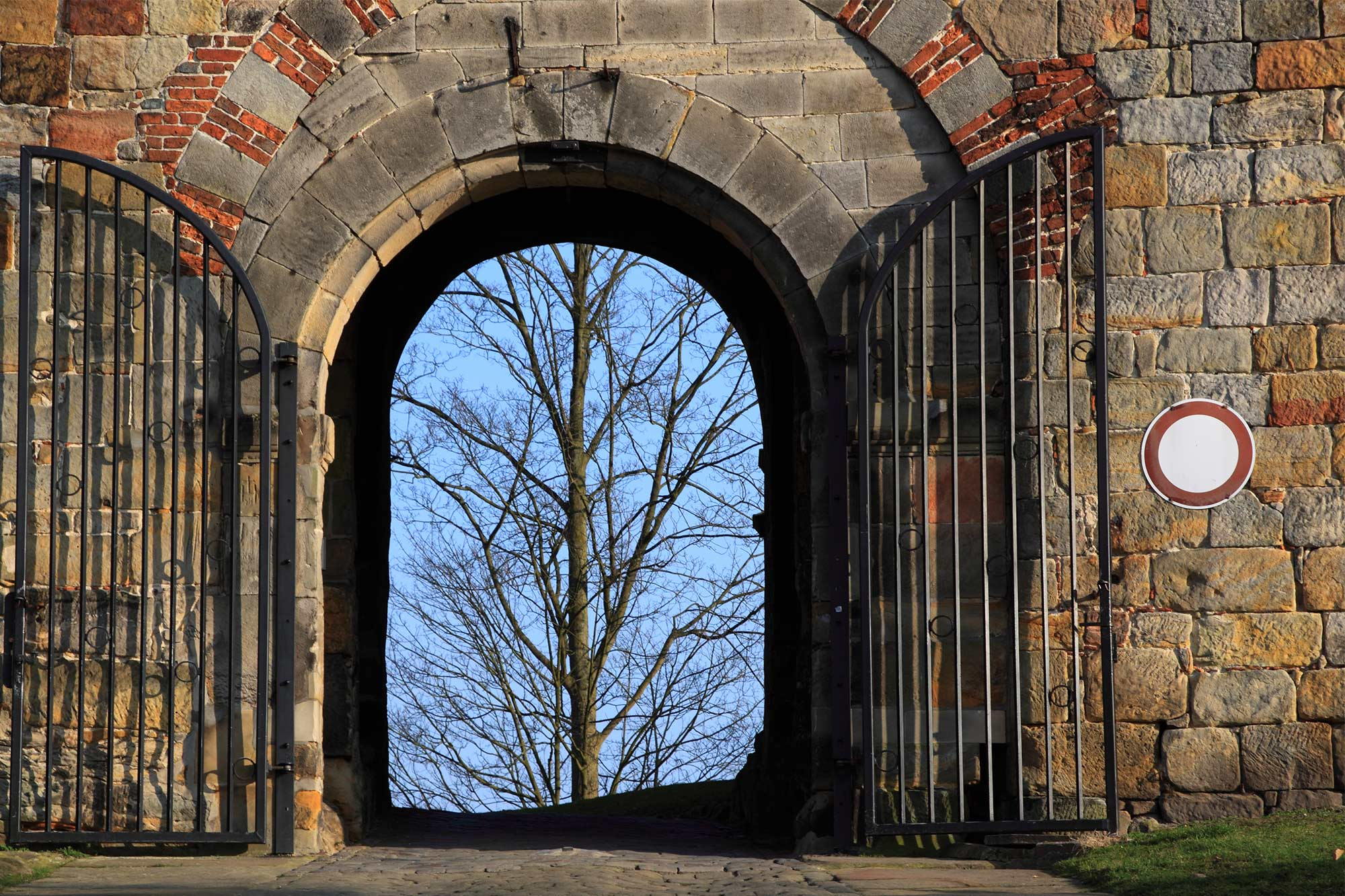 Lower gate at the driveway to Bentheim Castle © Thomas Wallmeyer